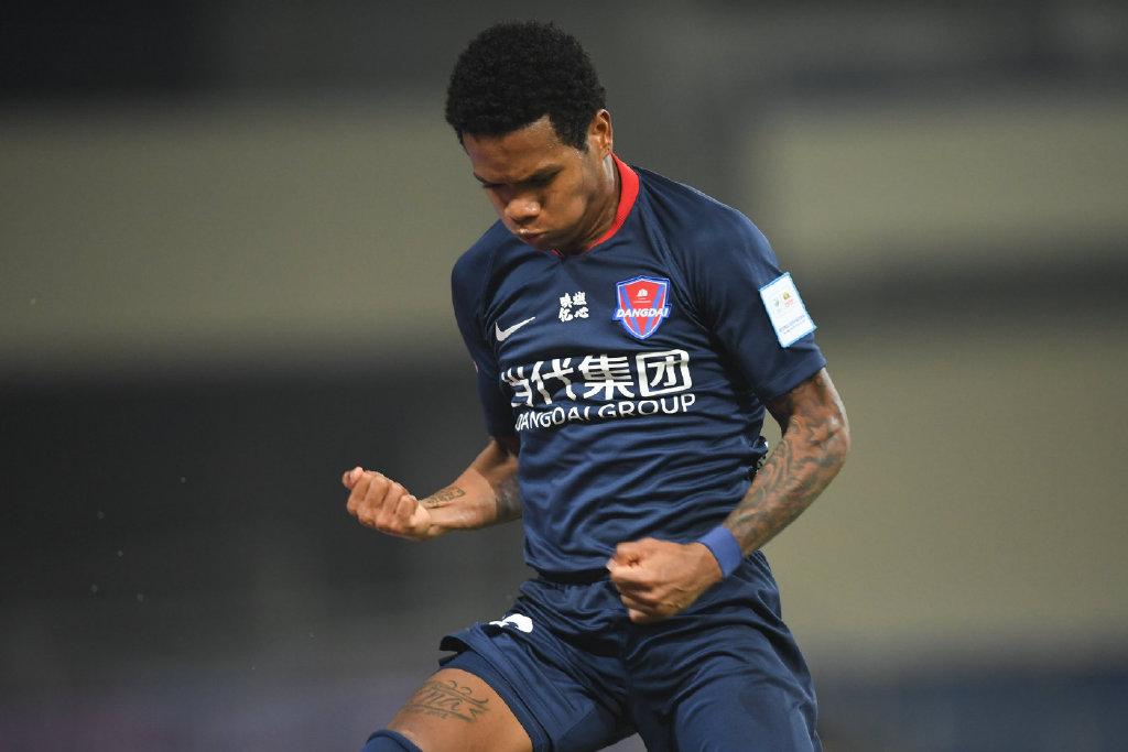 足球报:重庆或外租马尔西尼奥,阿德里安相符同1月终到期