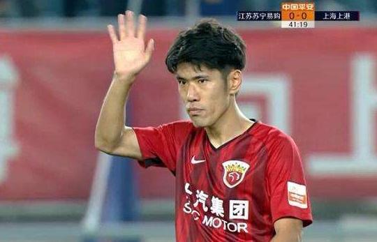 吕文君祝贺苏宁夺冠:恭喜你们做到了!小破港也要努力
