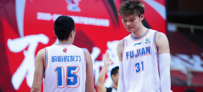 低迷!王哲林、陈林坚合计出场29分钟,共得到13分