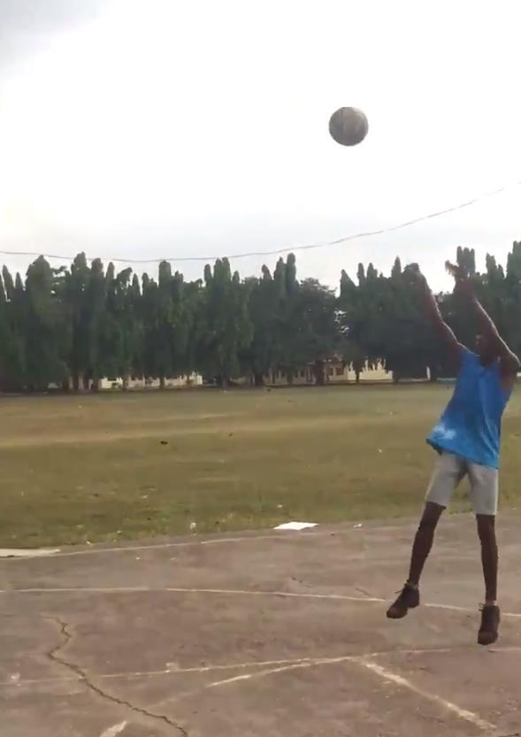 助力圆梦!卡隆-巴特勒转发非洲篮球少年视频