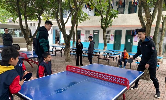 朱松玮参加慈善活动,并发文鼓励小球员